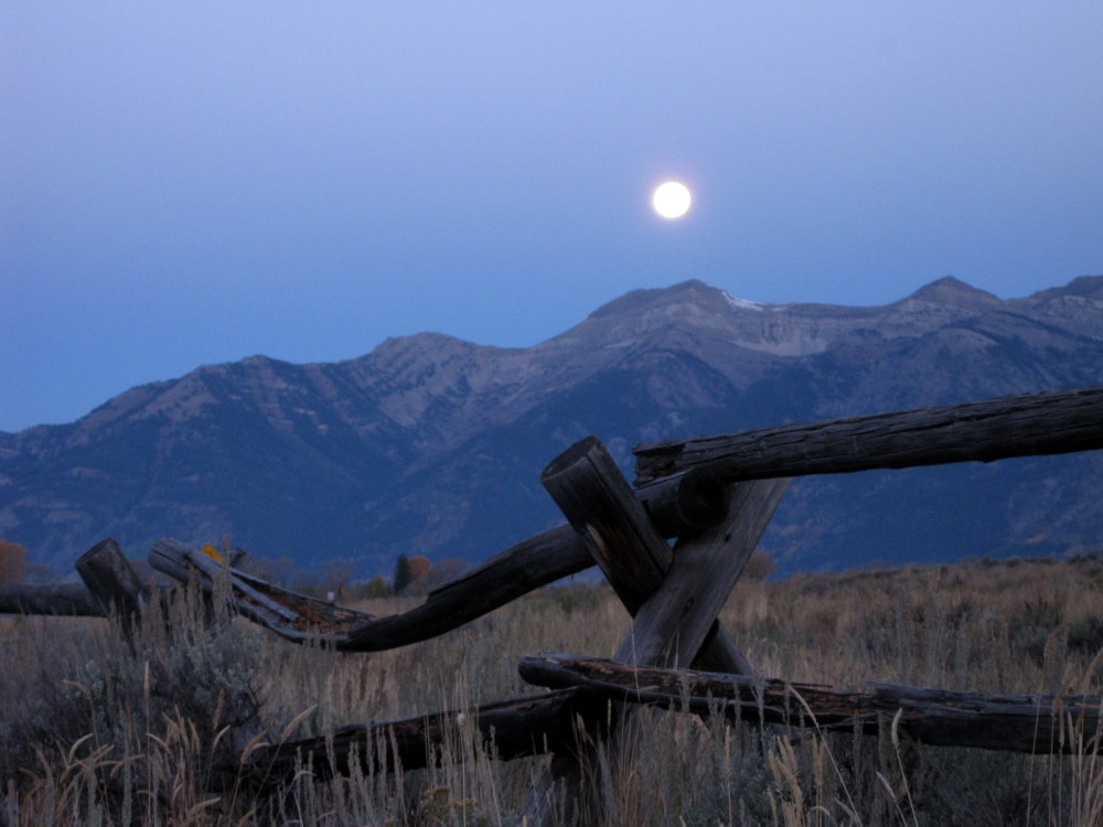 15-09 Grand Teton NP -135 - Full Moon Setting Antelope Flats